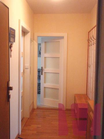 Na predaj 3-izbový byt pražského typu s 6m logiou na ulici ...